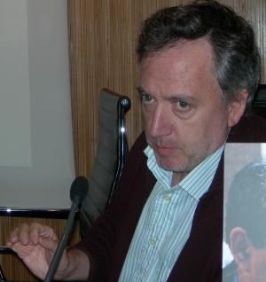 """Jordi Gómez na súa intervención titulada """"A unidade de selección en virus RNA"""""""