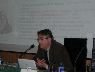 O Dr. Francisco Pelayo falou da historia de Charles Darwin e da teoría da descendencia con modificación