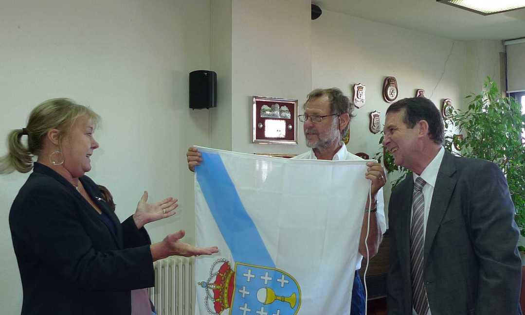 Entrega de bandeiras no Concello - Kristina Berg, Mattias Nyman e Abel Caballero
